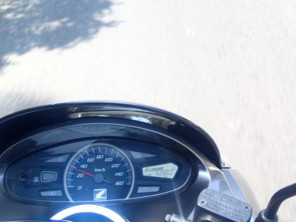 Fuld fart på scooteren